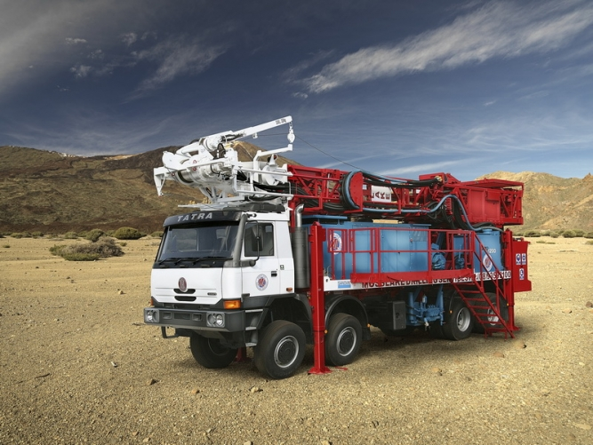 8x8 MOBILE DRILLING RIG