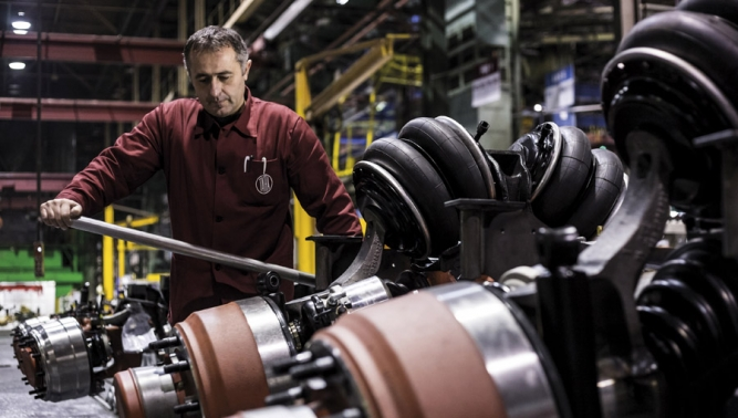 TATRA TRUCKS to pay bonuses to employees for the last year and increase wages