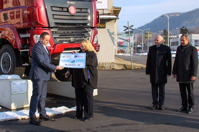 Tatra receives cheque to restore unique historic train