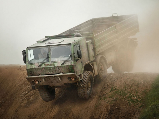 8x8 HIGH MOBILITY HEAVY DUTY UNIVERSAL CARGO/TROOP CARRIER